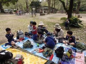 日比谷公園でおいしいお昼ごはん。いただきま〜す。